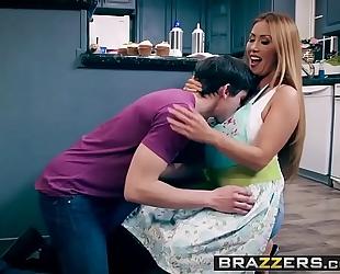 Brazzers.com - mamma got whoppers - bake sale team fuck scene starring kianna dior and alex d
