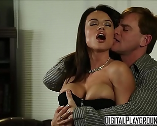 Dirty assistant (franceska jaimes) copulates her boss on his desk - digital playground