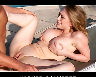 Sexy bikini-clad slutwife kagney lynn karter sucks & bonks poolside