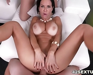 Pov squirting porn with veronica avluv and brooklyn pursue