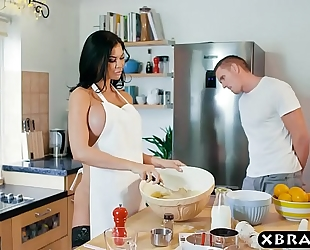 Cooking milf jasmine jae bakes a cake whilst being drilled