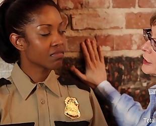 Ebony lesbo receives dpd
