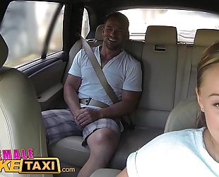 Female fake taxi biggest milk sacks cabbie desires 10-Pounder on the backseat