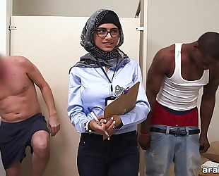 Mia khalifa the arab pornstar measures white wang vs black dick (mk13768)