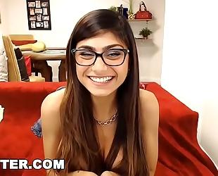 Camster - big titties arab pornstar mia khalifa interacting with her fans