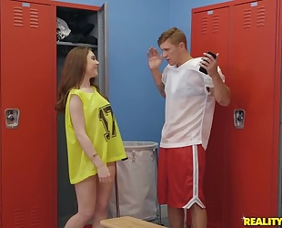 Athletic dude Oliver Flynn fucks cute chick in the locker room
