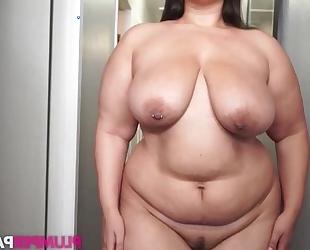 Fat brunette masturbates like there's no tomorrow
