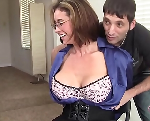 Milf eva notty flirtet mit dem vermieter - greater quantity milf on hotmilfsxxx.net
